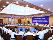 越共十三大经济社会小组与各地领导召开会议