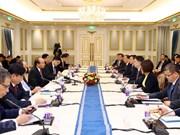 政府总理阮春福会见外国投资者