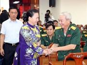 越南国会主席阮氏金银出席芹苴市解放日44周年纪念典礼