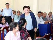 越南国会主席阮氏金银与芹苴市选民面对面交流