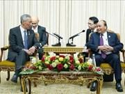 阮春福总理会见新加坡总理李显龙