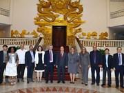 越南政府总理阮春福会见古巴通讯部部长