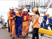 QNa 90129 TS号渔船海上遇险情    越南海上搜救力量及时出动52名船员全部获救