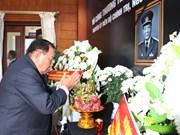 老挝党和国家高层领导出席黎德英同志吊唁仪式并在吊唁簿上留言
