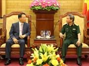 越南人民军总政治局副主任杜根中将会见韩国军队代表团