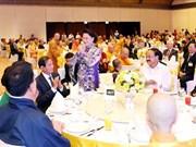 越南国会主席阮氏金银设宴招待来越出席联合国佛诞大典的国际代表