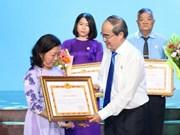 学习与践行胡志明思想、道德、作风的392名模范代表获表彰