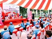越南青年医生为社区医疗卫生提供志愿服务