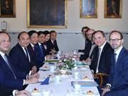 越南政府总理阮春福与瑞典首相斯蒂凡举行会谈