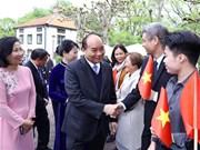 阮春福总理会见旅居瑞典越南人代表