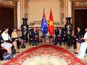 胡志明市与澳大利亚昆士兰州努力促进经济与教育合作
