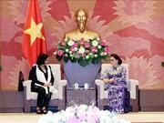 国会主席阮氏金银会见古巴总检察长奥赫达