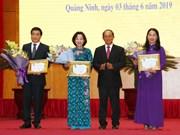 广宁省多个集体和个人荣获老挝国家主席授予的勋章
