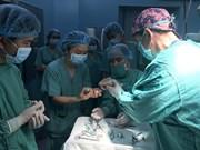美国友人向越南患者捐献10枚眼角膜