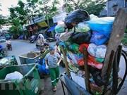 """""""拯救海洋"""" 塑料废弃物图片展在河内举行"""