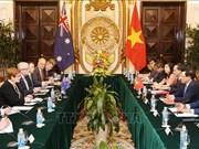 越澳两国外长在河内举行会谈