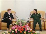 越南国防部部长吴春历会见澳大利亚外长玛丽斯·佩恩
