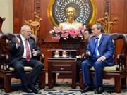 胡志明市与美国合作加强人力资源队伍
