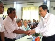 越南祖国阵线中央委员会主席陈青敏与和好教教徒对话