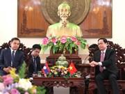 越南祖国阵线中央委员会主席陈青敏会见老挝建国阵线代表团
