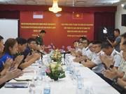 越南与新加坡青年军官互相分享经验
