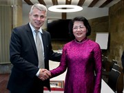 越南国家副主席邓氏玉盛会见瑞士伯尔尼州州长