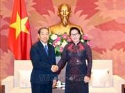 越南国会主席阮氏金银会见老挝最高人民法院院长