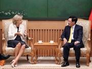 越南政府副总理兼外交部长范平明会见法兰西岛大区议会主席佩克雷斯