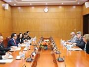法国共产党代表团访问越南