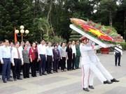 国会主席阮氏金银上香缅怀胡志明市英雄烈士