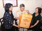 越南国家副主席邓氏玉盛探访革命有功者家庭