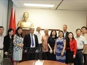 越南《共产主义杂志》干部代表团访问加拿大