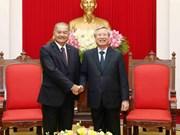 越共书记处常务书记陈国旺会见老挝人民革命党代表团