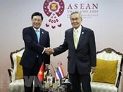 AMM-52:越南外长范平明与各国外长举行双边会晤