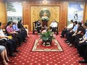 越南国家副主席邓氏玉盛向清化省洪灾受灾群众赠送慰问品
