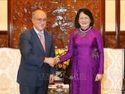 国家副主席邓氏玉盛会见德国世界大学协助组织主席