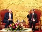 越共中央经济部部长阮文平会见世行和谷歌领导
