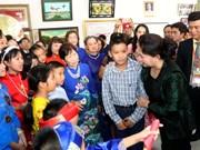 越南国会主席阮氏金银亲切会见旅居泰国乌隆府越南人代表(组图)