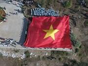 组图:李山岛最高山峰上的升旗仪式
