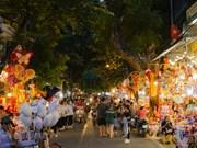 组图:河内市行马街各式彩灯五彩缤纷迎中秋