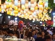 组图:河内古街热闹非凡的中秋夜景