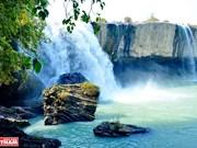 组图:西原赞歌--夫妻瀑布