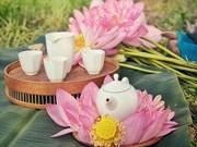 组图:五月初夏莲花盛开   边赏花边品茶享受宁静生活