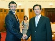 阮晋勇总理会见阿联酋外交部长