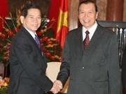 阮明哲主席接见老挝主席办公厅主任