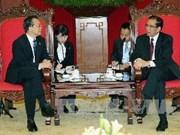 农德孟总书记会见国际友人