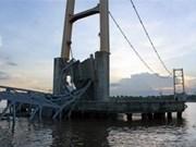 印尼跨海大桥垮塌造成至少20人伤亡