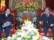 越南国会主席阮生雄会见国际友人