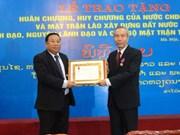 老挝向越南祖国阵线干部授予老挝国家勋章