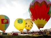 第一届越南国际热气球节在平顺省举行